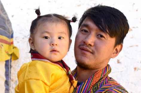 Portrait dPetite fille bhoutanaise avec son papa - Bhoutan -
