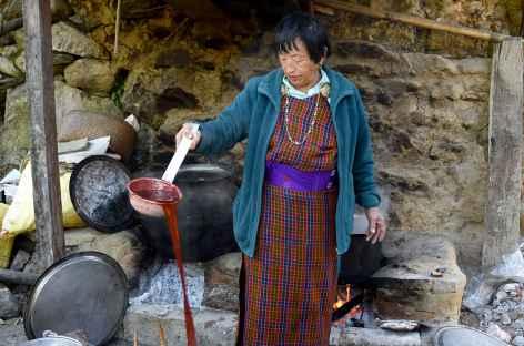 Trashigang - Teinture des textiles traditionnels  -