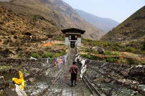 Pont de fer entre Punakha et Thimphu-Bhoutan -