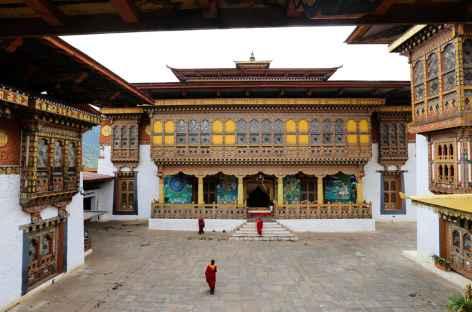 Devant la grande salle de prière de Punakha  -