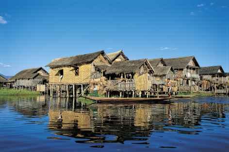 Village lacustre sur le lac Inle - Birmanie -