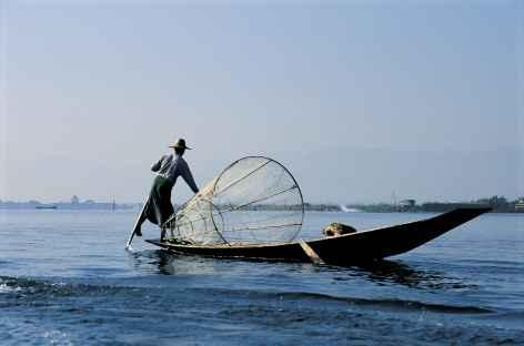 Pêcheur Intha sur le lac Inle - Birmanie -