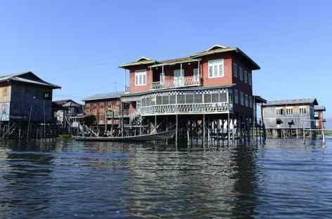 Maisons sur lac Inle - Birmanie -
