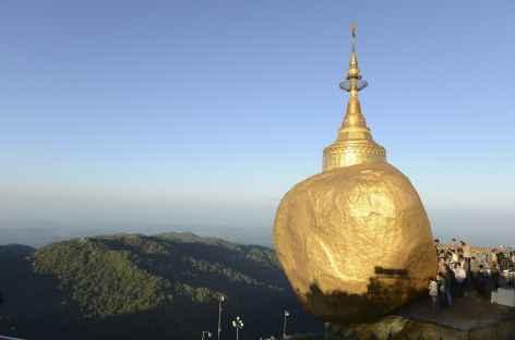 Lever de soleil sur le Rocher d'Or - Birmanie -