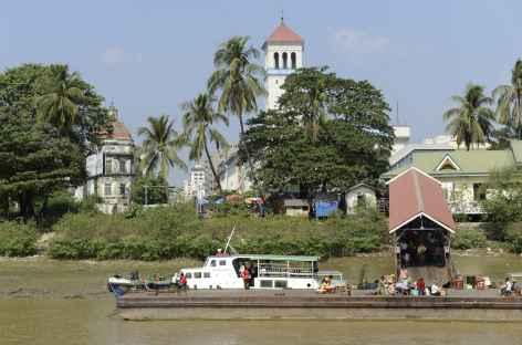 Traversée de la rivière Yangon - Birmanie -