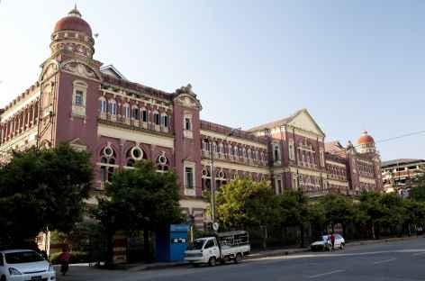 Les grands murs de la Haute Cour de justice - Yangon - Birmanie -