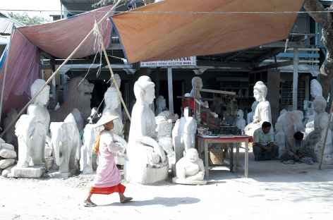 Sculpteurs de marbre, Mandalay - Birmanie -
