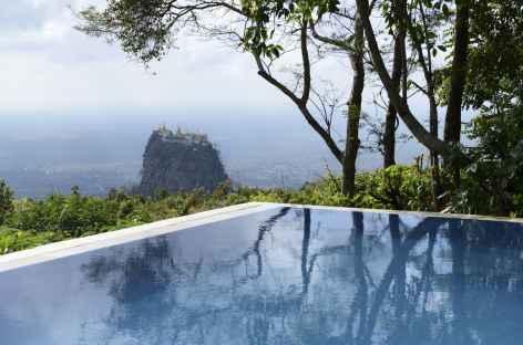Le Mont Popa depuis notre restaurant - Birmanie -
