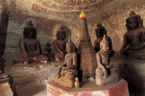 Sculptures dans les grottes de Pho Win Taung - Birmanie -