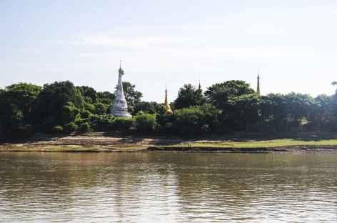 En remontant le fleuve Irrawady - Birmanie -