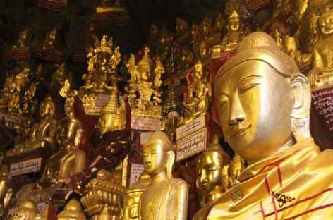 Statues de Bouddha dans les grottes de Pindaya - Birmanie -