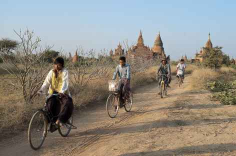 Sur les chemins sablonneux de Pagan - Birmanie -
