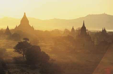 Dernières lumières sur le site de Pagan - Birmanie -