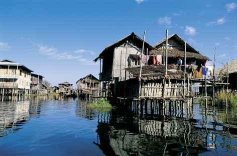 Maisons de bois et de bambou sur le lac Inle - Birmanie -