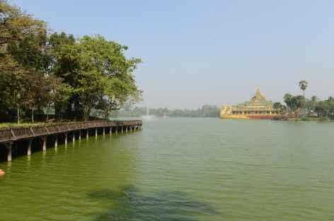 Yangon, lac Inya - Birmanie -