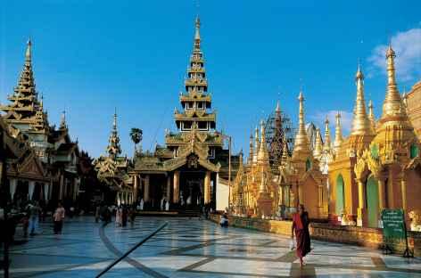 Terrasse de la pagode Shwedagon à Yangon - Birmanie -