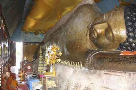 Office dans un temple au sommet du Phnom Kulen - Cambodge -