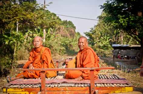 Sur le train de bambous dans les environs de Battambang - Cambodge -