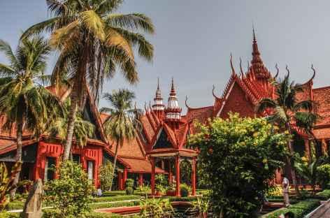 Phnom Penh, dans la cour du Musée National - Cambodge -