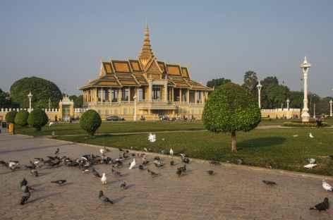 Phnom Penh, balade devant le palais Royal - Cambodge -