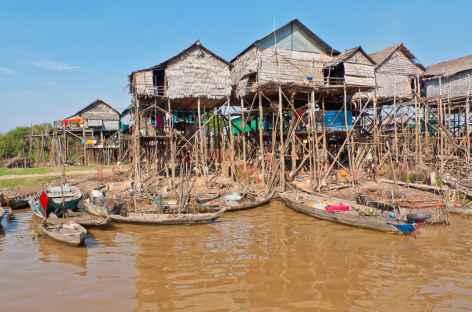 Un village flottant au bord du lac Tonle Sap - Cambodge -