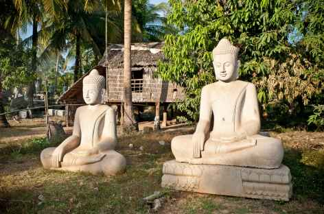Chez un tailleur de marbre à Pursat - Cambodge -