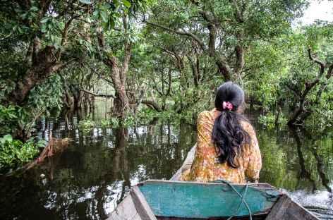 A travers la forêt inondée - Cambodge -