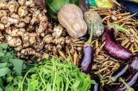 Détail d'un étal de légumes sur un marché - Cambodge -