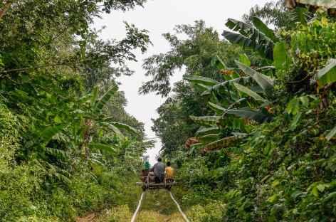 Balade sur un train de bambous - Cambodge -