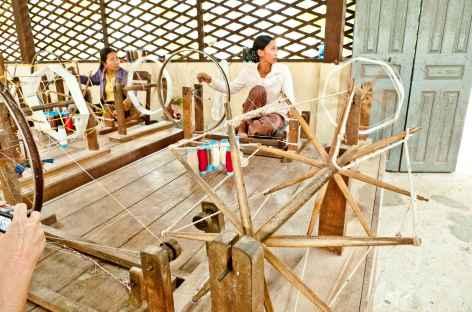 Visite d'un atelier de tissage - Cambodge -