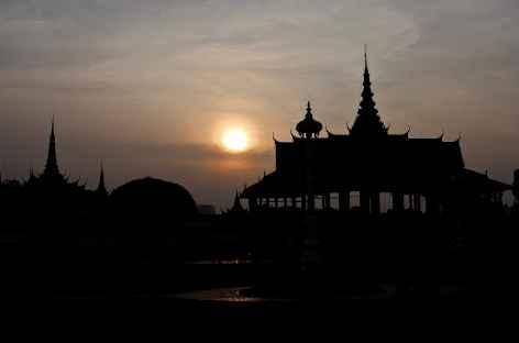 Coucher de soleil sur le palais royal de Phnom Penh - Cambodge -