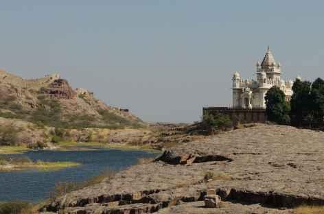 Le Jaswant Thada, magnifique tombeau de marbre blanc, Rajasthan -