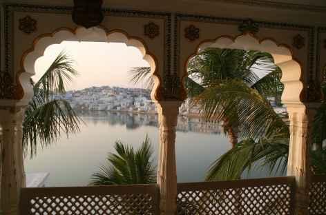 Fin de soirée sur le lac de Pushkar, Rajasthan -