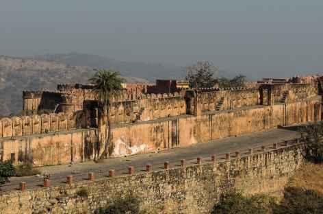 Les remparts de l'ancienne forteresse Jaigarh, Rajasthan, Inde -