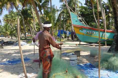 Pecheurs sur la plage - Inde du sud -