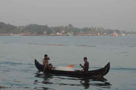 Pêcheurs à Cochin, Inde du Sud -