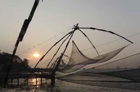 Coucher de soleil sur les filets de pêche à Cochin, Kerala, Inde du Sud -