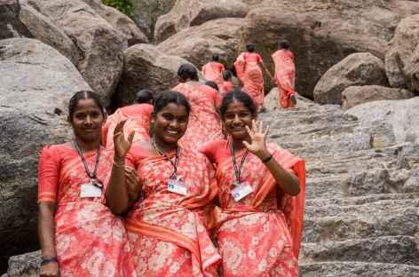 Rencontre joyeuse au fort de Ginjee,  Inde du Sud -