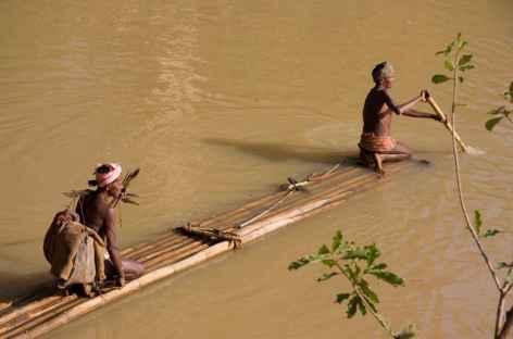 Passeur sur la rivière - Orissa, Inde -