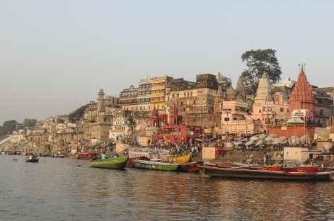 Sur le Gange au lever du soleil, Varanasi, Uttar Pradesh - Inde -