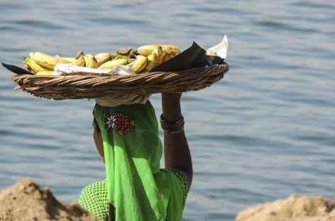 Vendeuse de Bananes sur les Ghats, Madhya Pradesh - Inde -