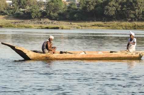 Pêcheurs sur la Narmada, Madhya Pradesh - Inde -