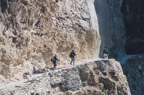 Chemin à flanc de Montagne, Ladakh - Inde -