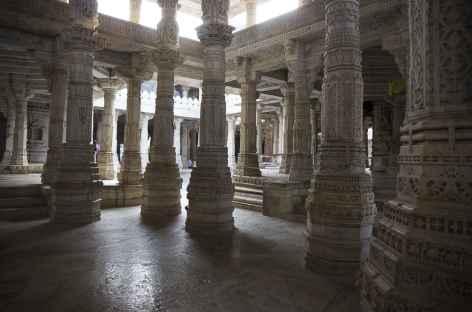 Intérieur du temple d'Adinat - Rajasthan -