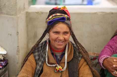 Portrait : marchandes dans les rues de Leh -