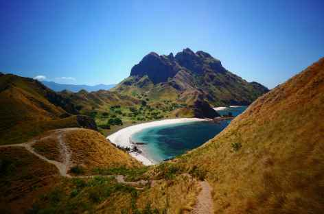Magnifique littoral de l'archipel de Komodo - Indonésie -