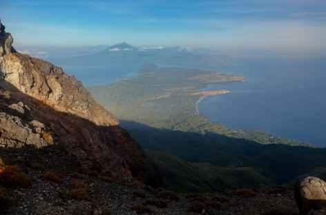 Depuis le sommet du volcan Lewotolo, île de Lembata - Indonésie -