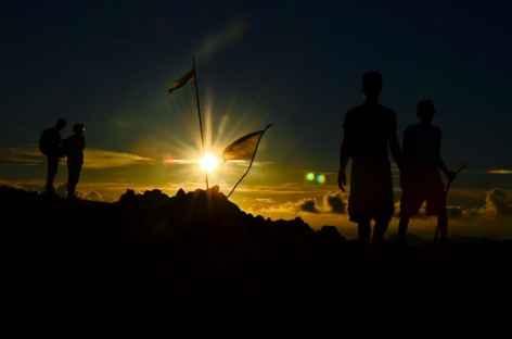 Lever de soleil au sommet du volcan Gunung Api (640 m), Banda - Indonésie -