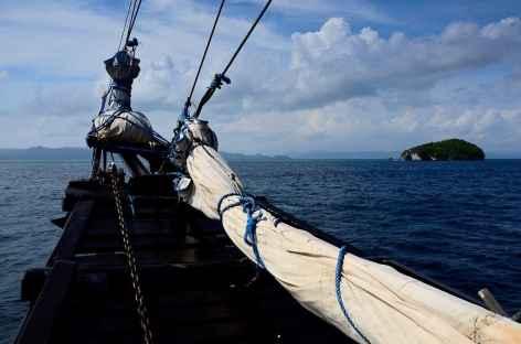 Navigation vers l'île de Kri, Raja Ampat - Indonésie -