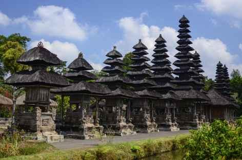 Merus à toits multiples au temple de Taman Ayun, Bali - Indonésie -